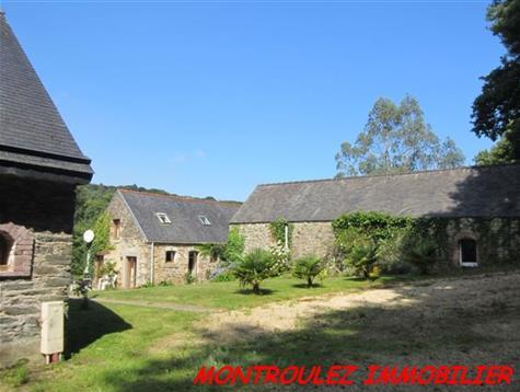 Ensemble exceptionnel de 3 maisons sur 2.9 hectares