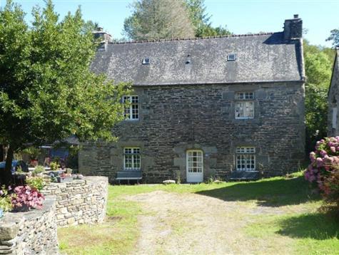 Au coeur d'un village, ancien prieuré du 16ème.