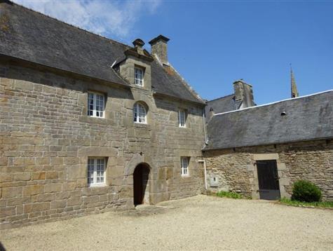 Centre village, ancien presbytère de 1657 à rénover