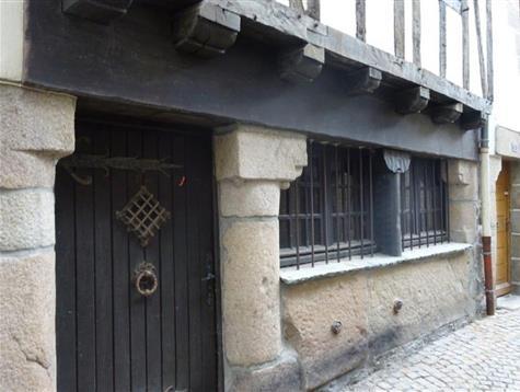 Coeur de ville,  Maison à Pondalez de 1609 rénovée