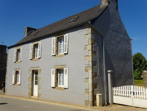 Rénovation de qualité pour cette maison au coeur de bourg