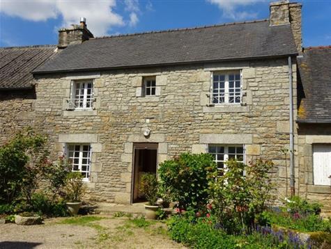 Au coeur du village, jolie maison en pierre