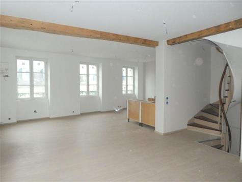 Travaux à terminer pour ce duplex très lumineux de 90 m² .