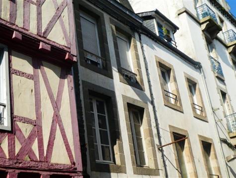 Immeuble coeur de ville avec commerce et 4 studios