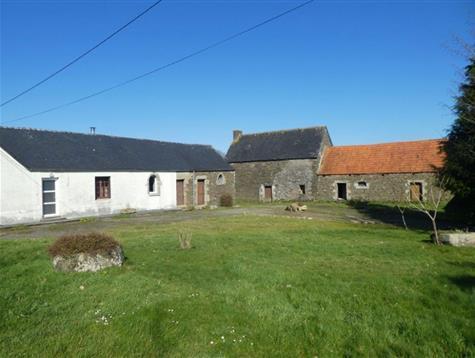 Potentiel pour cette ancienne ferme  sur 2 hectares à rénover